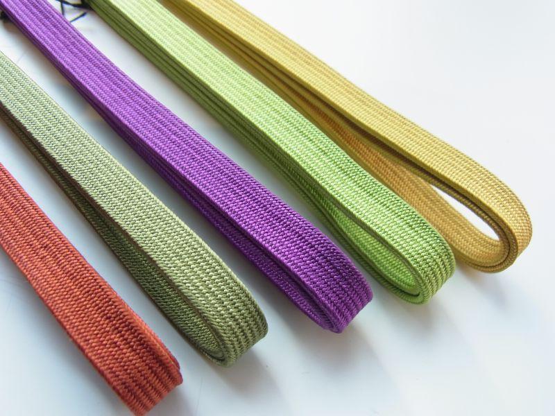 画像右側から  e-1: Mustard yellow(マスタードイエロー) ・e-2: lime green(ライムグリーン) ・e-3: purple(パープル) ・e-4: olive(オリーブ) ・e-5: dark red(ダークレッド)
