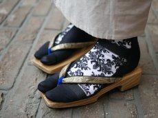 1.ブラック×シルバーを白足袋に重ねて履いたスタイル