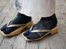 1.ブラック×シルバーを黒足袋に重ねて履いたスタイル