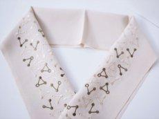 1.ベージュ×ブラウン 手刺繍 正絹 半衿 トライアングル
